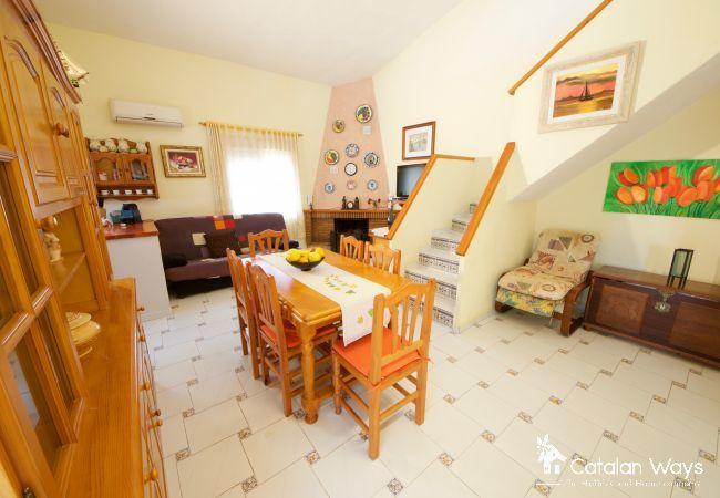 Cottage in Ampolla - VILLA LA COCHERA
